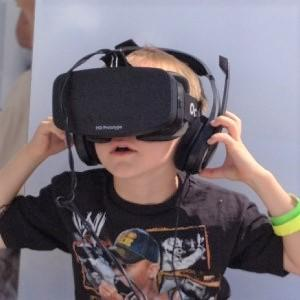Boy_wearing_Oculus_Rift_HMD_re.jpg